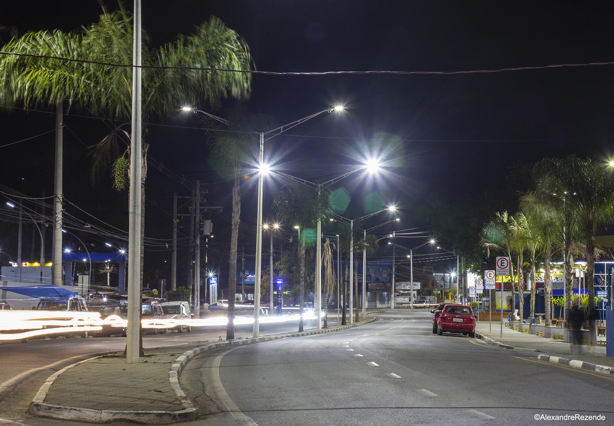 Programa municipal segue modernizando a iluminação pública em Cotia